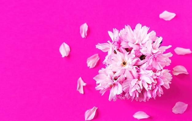 ピンクの桜の花の花束 無料写真