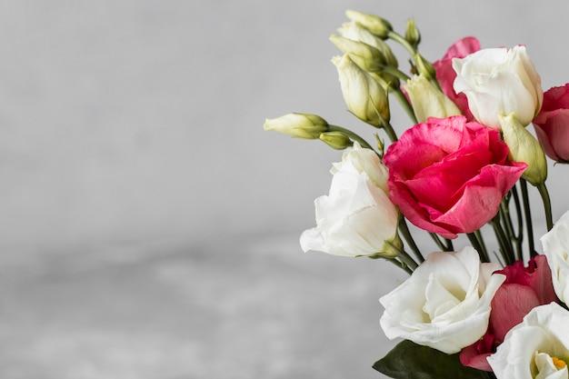 복사 공간 장미 클로즈업의 꽃다발 무료 사진