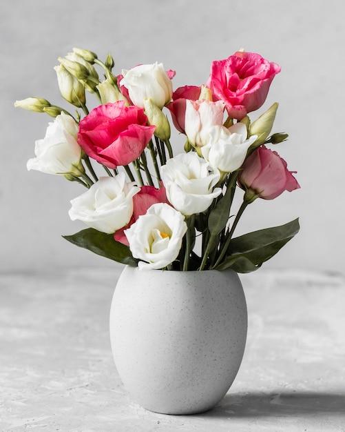 Букет роз в белой вазе Бесплатные Фотографии