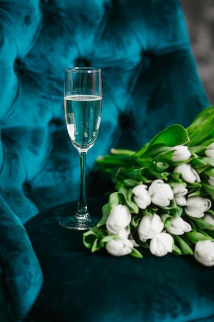 Картинки тюльпаны с шампанским
