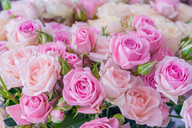 A bouquet of pink and white roses. floral pattern. Premium Photo