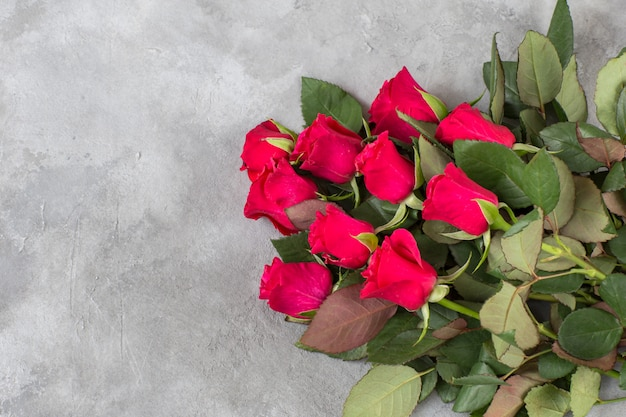 A bouquet of red roses Premium Photo