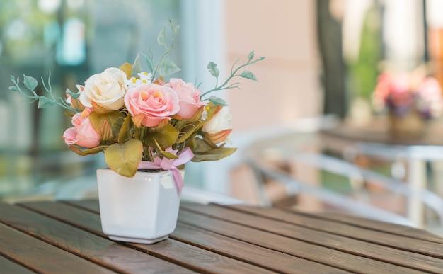 Букет розы на столе Бесплатные Фотографии