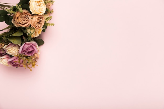 Bouquet of roses with copy-space Free Photo