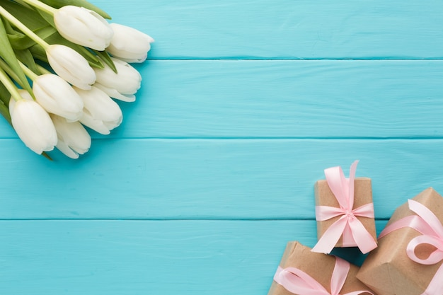 Bouquet of tulip flowers with wrapped gifts Free Photo