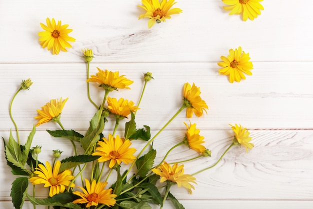 Bouquet yellow daisy flowers on wooden table. high top view. Premium Photo
