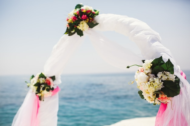 Bouquets of white flowers decorate a wedding altar Free Photo