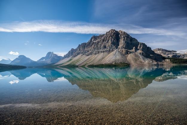 Bow lake, banff national park, alberta, canada Premium Photo