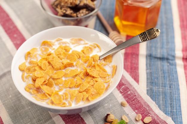 Bowl of healthy muesli Premium Photo