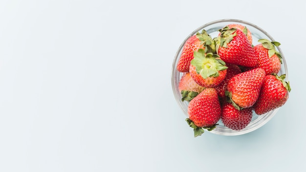 Bowl of juicy strawberries on white background Free Photo