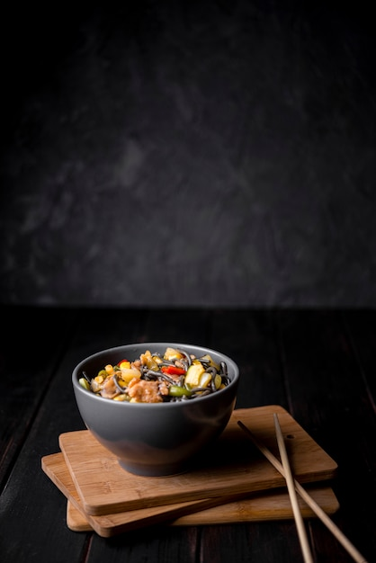 Bowl of noodles with vegetables and copy space Free Photo