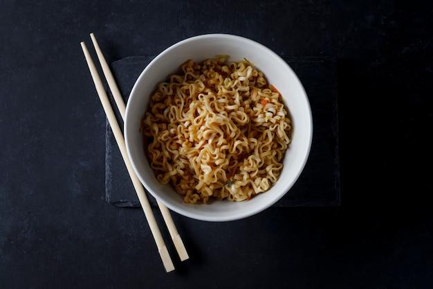 Bowl of noodles Premium Photo