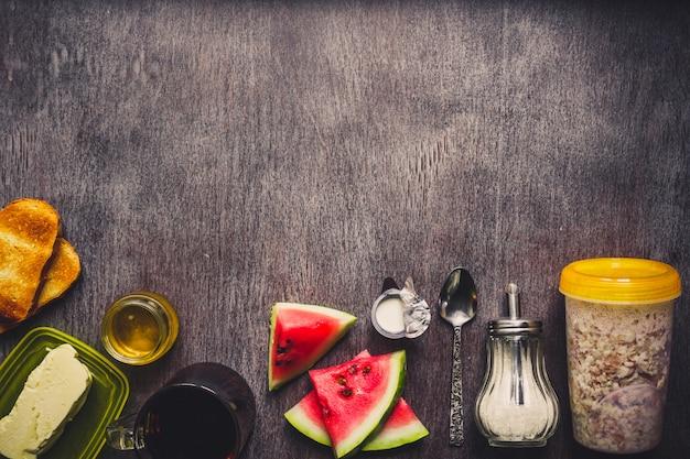 Bowl of oat granola, fresh fruit and honey top view Premium Photo