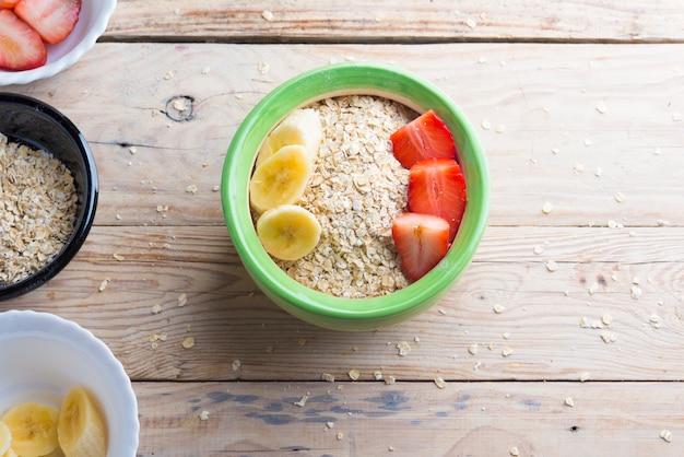 Bowl oats ingredients (oat, banana, strawberry and vegetal milk) Premium Photo