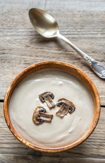 クリーミーなキノコのスープ Premium写真