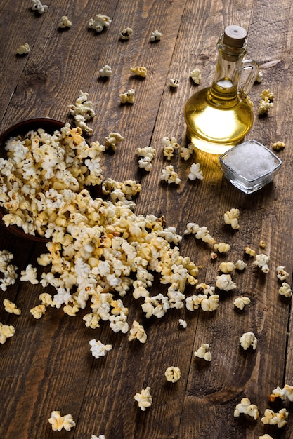 A bowl of popcorn on a wooden table Premium Photo