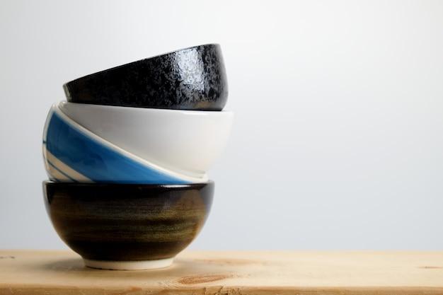 レトロなヴィンテージスタイルのフィルター効果を持つボウル Premium写真