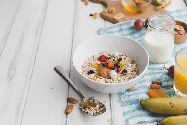Bowl with muesli near condiments Free Photo