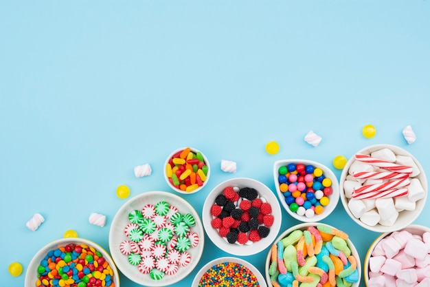 Bowls with delicious candies on table Free Photo