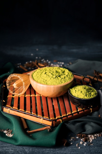 Bowls with green matcha on wooden tray Free Photo