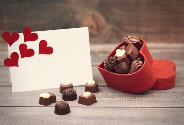 チョコレートの入った箱はあなたにぴったりです 無料写真