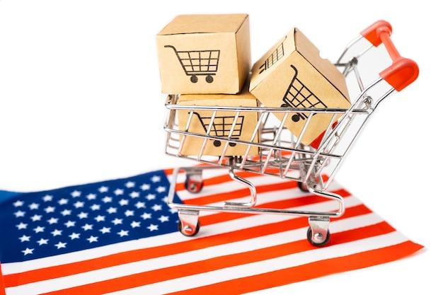 ショッピングカートのロゴとアメリカアメリカの国旗のボックス。 Premium写真
