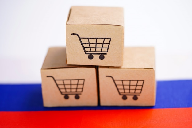 Box with shopping cart logo and russia flag. Premium Photo
