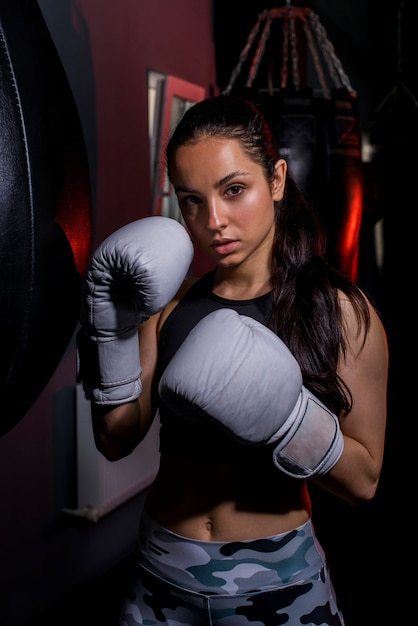 Boxer girl posing at the gym Free Photo