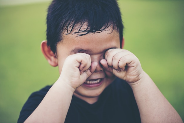 Boy crying madly Free Photo