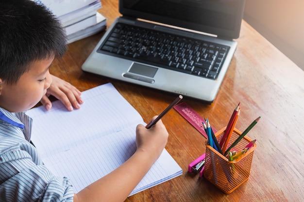 Boy doing homework Premium Photo