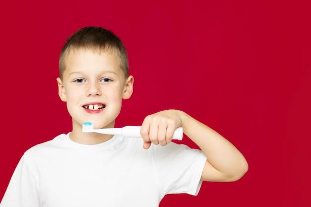 چگونه از دندانها و لثه های کودک خود مراقبت کنیم: سن 6-12 سالگی