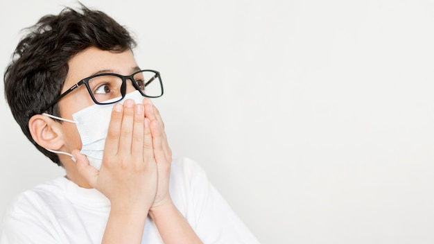 Boy wearing mask with copy-space Premium Photo