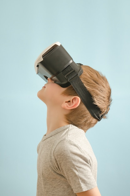 Boy with glasses of virtual reality. Premium Photo