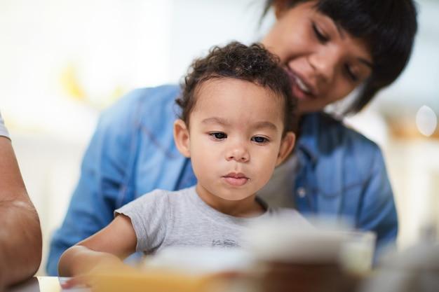 Мальчик с матерью Бесплатные Фотографии