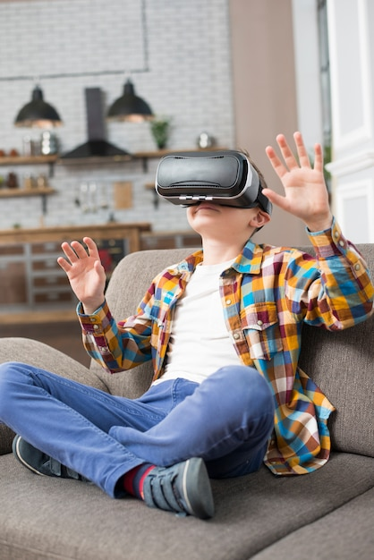 Boy with vr headset Free Photo