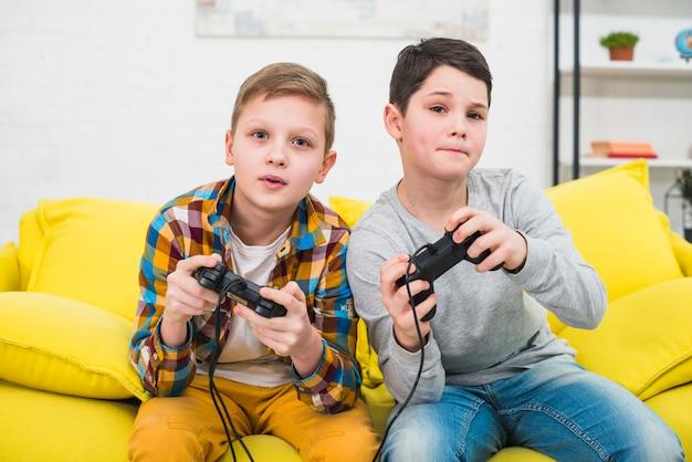 Boys gaming Free Photo