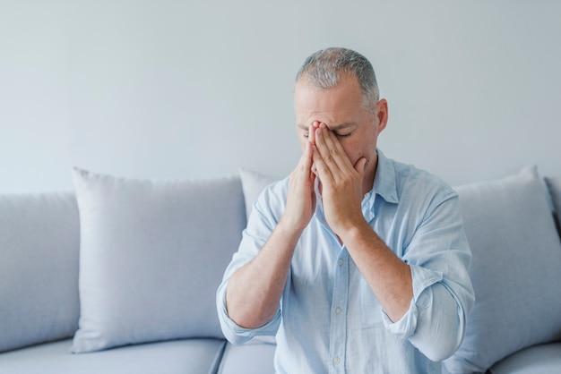 Brain diseases problem cause chronic severe headache migraine. Premium Photo