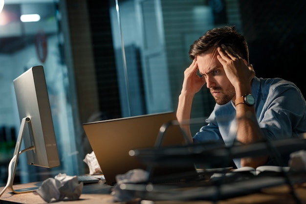 Brainstorming man using laptop Premium Photo