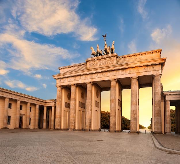 Premium Photo Brandenburg Gate In Berlin Germany At Sunset