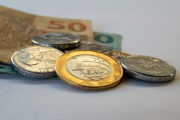 Brazilian coins and notes Premium Photo