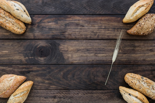 Pagnotte di pane e grano Foto Gratuite