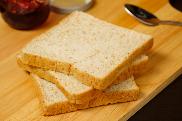 Bread sliced on wooden board Premium Photo