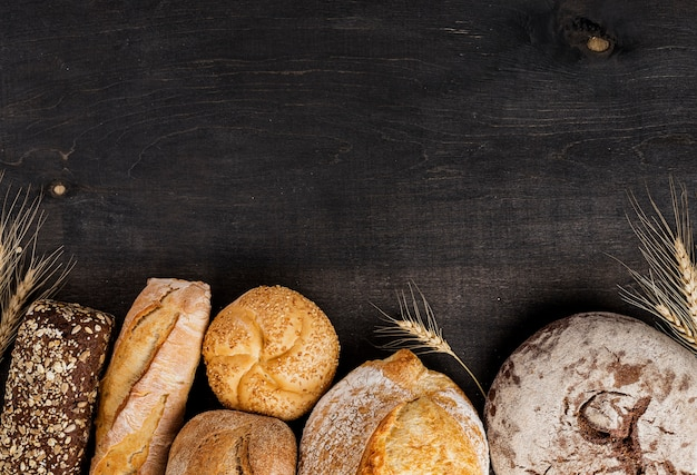 Bread and wheat straws with copy space Free Photo