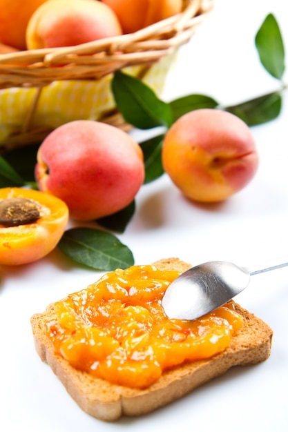 Bread with apricot jam and fresh fruit Premium Photo