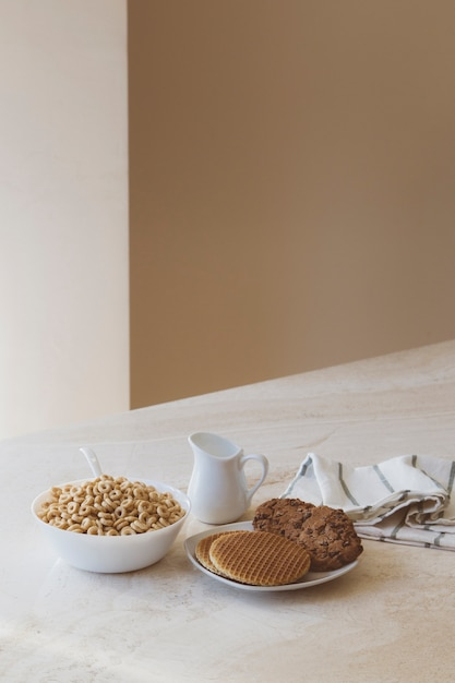 Breakfast composition with cereals Free Photo