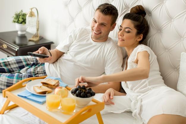 Завтрак в постель Premium Фотографии