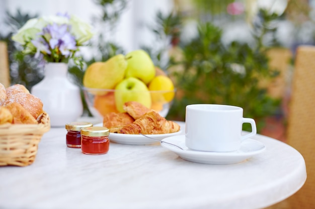 Breakfast is served on the terrace Premium Photo