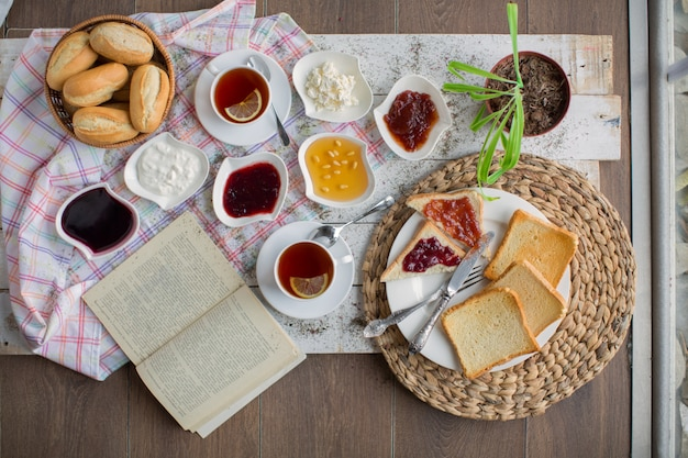 Breakfast set on the table top view Free Photo