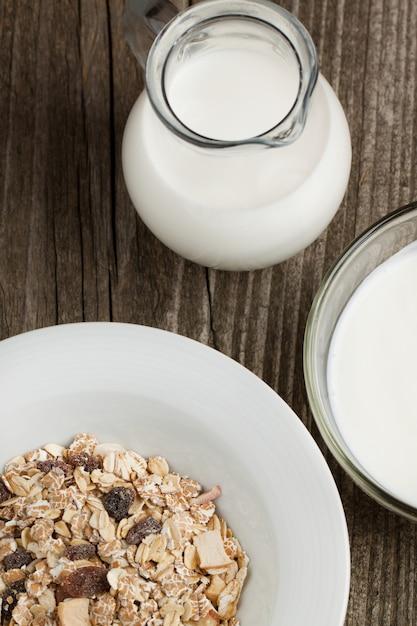 Breakfast with yoghurt and muesli Premium Photo