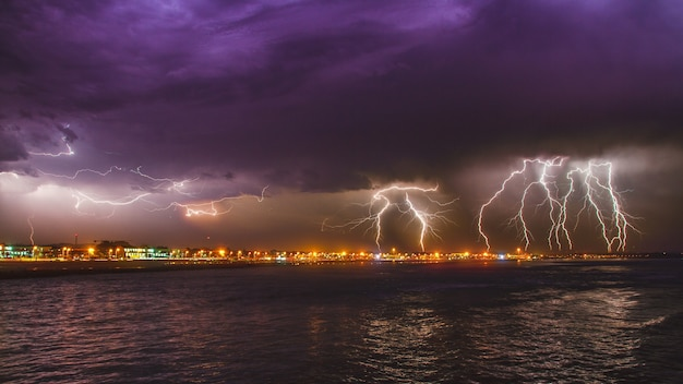 Breathtaking intense lightning storm over the ocean in the city of esposende, portugal Free Photo